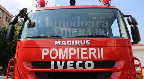 Incendiu în Petroșani. Două persoane au fost intoxicate cu fum