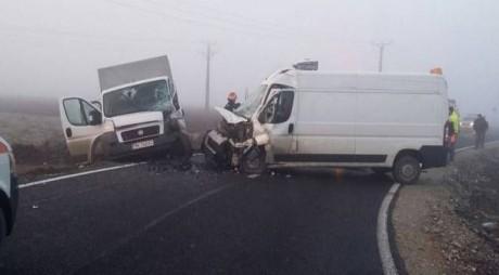 Accident lângă Timișoara! Ciocnire violentă, 5 oameni răniți! FOTO!