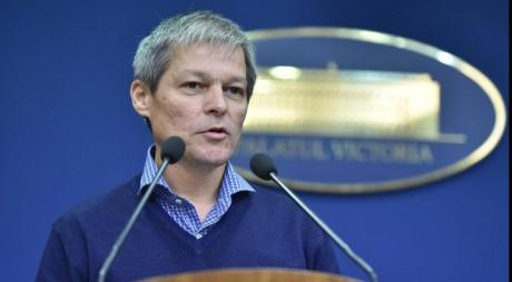 Dacian Cioloş a fost ales în funcţia de preşedinte al USR PLUS (fişă biografică)