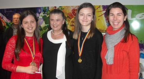 """""""Trofeul Crai Nou"""" a fost câștigat de o elevă din Deva"""