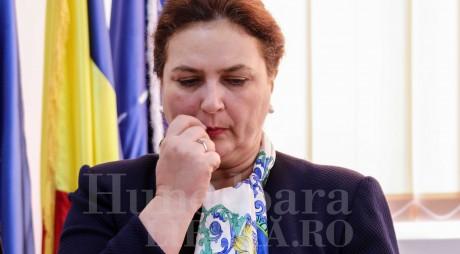 Carmen Hărău, trimisă la gară să aștepte trenul