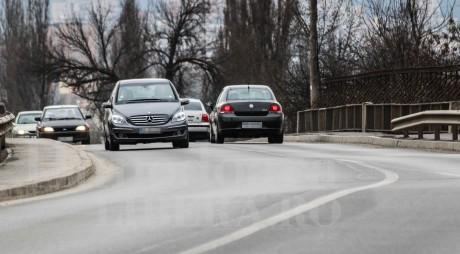"Hunedoara | Bani europeni tocați pe o șosea ""cu valuri"""