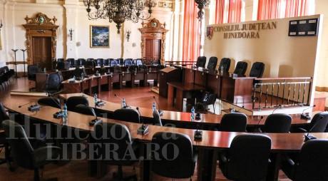 Tribunalul Hunedoara a validat mandatele a 28 dintre consilierii județeni, aleși în 27 septembrie