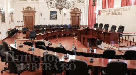 Consilierii județeni își primesc mandatele