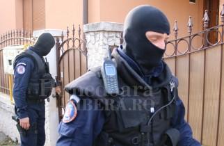 IGPR: Peste 30 kilograme de droguri, bani falși și echipamente IT confiscate de poliţie