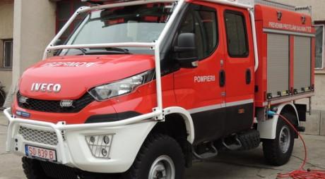 O nouă autospecială a intrat în dotarea pompierilor hunedoreni