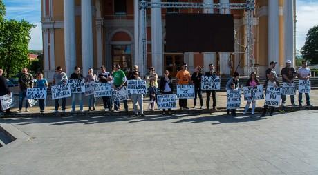 Protest în fața Teatrului din Hunedoara