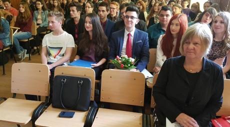 """Diplome pentru absolvenții de la """"Decebal"""" care au studiat Limba Germană"""
