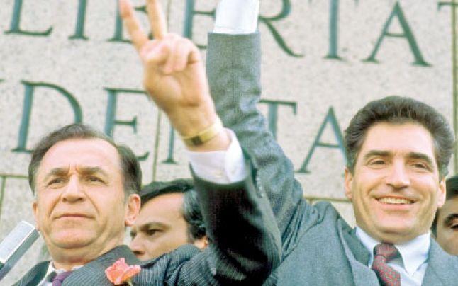 Ion-Iliescu-si-Petre-Roman-victoriosi-dupa-alegerile-din-mai-1990