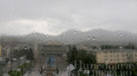 Avertizare METEO de furtuni și vijelii în județul Hunedoara