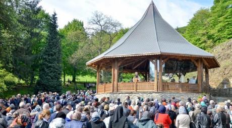 Mii de credincioși la hramul Mănăstirii Prislop