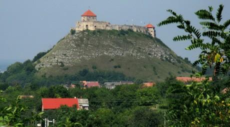 """Cetatea din Sumeg, """"geamăna"""" Cetății Deva"""