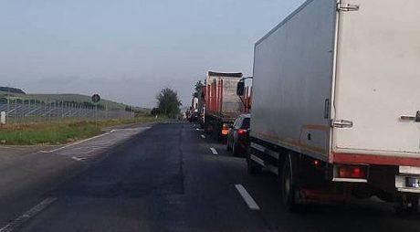 După ce au demolat autostrada acum blochează și DN1 între Sibiu și Alba