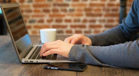 Săptămâna de lucru de 4 zile câștigă tot mai mulți adepți. Studiu: Angajații sunt mai eficienți dacă lucrează mai puține ore