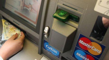 Spărgători de bancomate reținuți de polițiști. Printre ei și un hunedorean