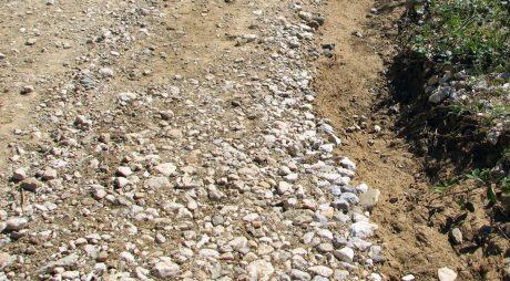 O treime din drumurile județene, ca-n Epoca de piatră