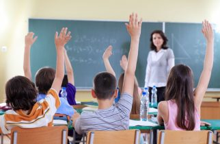 Profesorii nu mai au voie să-i amenințe pe elevi cu note mici