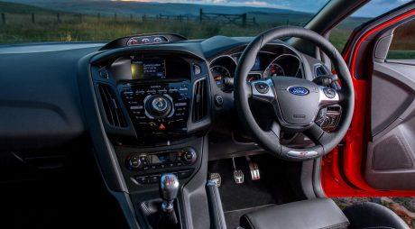 Proiect de lege: Șoferii maşinilor cu volanul pe dreapta vor avea nevoie de cursuri suplimentare