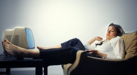 Sedentarismul, aproape la fel de periculos ca fumatul