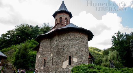Mii de pelerini, așteptați la hramul Mănăstirii Prislop
