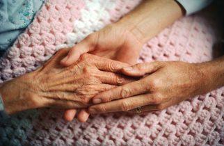 """CUTREMURĂTOR – Bătrână de 83 de ani, strigăt de ajutor: """"Vă rog, îmi este foame!"""""""