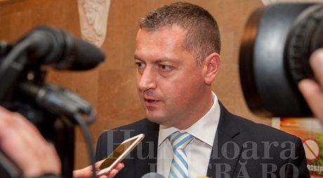 SONDAJ | Cât de mulțumiți sunteți de activitatea senatorului Cristian Resmeriță (PSD)