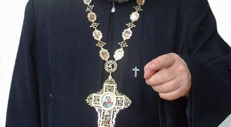 Cutremur în Biserică: Preoți REȚINUȚI pentru ȘANTAJ