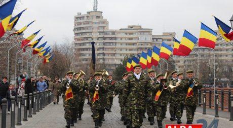 Sute de spectatori, la repetiția pentru parada militară de la Alba Iulia