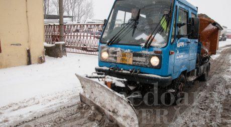 Drumarii au împrăştiat 5.669 tone de material antiderapant în ultimele 12 ore