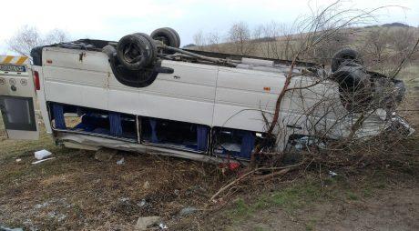 Fiul unui europarlamentar, în microbuzul răsturnat între Deva și Hunedoara