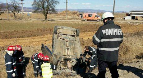 Patru TINERI MORȚI după ce mașina în care se aflau a fost SPULBERATĂ de un tren