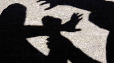 Hunedoara: Un bărbat a încercat să acosteze o minoră într-un magazin