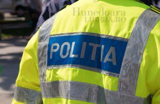 Poliţişt prins în flagrant în timp ce lua mită