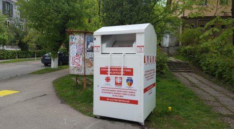 Hunedoara are containere pentru colectarea hainelor