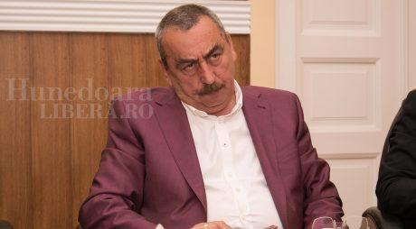 """Cum l-a pus la treabă """"cetățeanul Miron""""  pe președintele Bobora"""