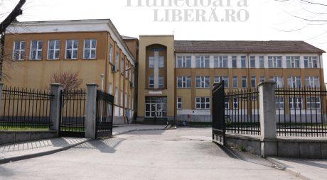 Hunedoara | Câți elevi primesc burse în acest an școlar