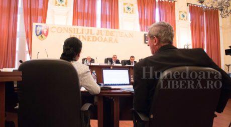 Salariile bugetarilor de la CJ Hunedoara, majorate. Și PNL a votat propunerea!
