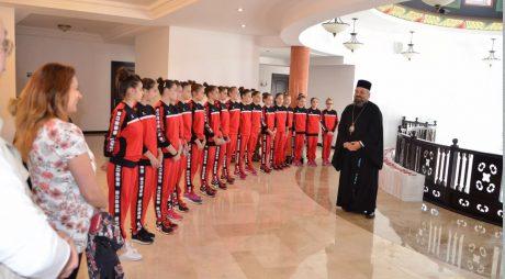 Preasfințitul Părinte Episcop Gurie a primit vizita Lotului Olimpic Național de Gimnastică Feminină
