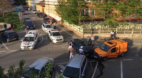 Mașină FURATĂ, oprită de Poliție ca-n filme