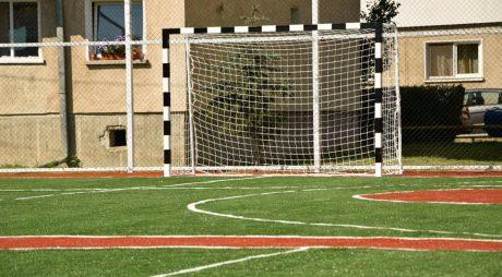 Teren de sport multifuncțional inaugurat la Deva