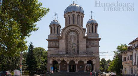 """Așa s-a scris istoria: Catedrala """"Sf. Împărați Constantin și Elena"""" din Hunedoara"""