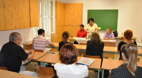 Funcțiile de conducere din școli, incompatibile cu cele politice