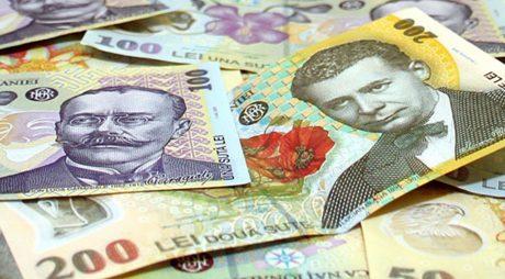 Majoritatea românilor încă preferă plata facturilor cu bani lichizi