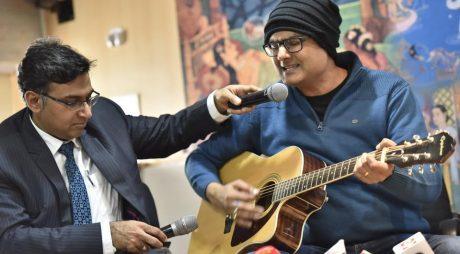 VIRAL: Un muzician a cântat la chitară în timp ce era operat pe creier