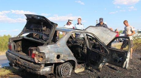 Incendiu la un autoturism pe A1 Deva-Sibiu