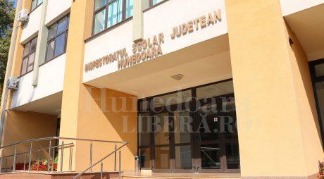Ministerul Educației și Cercetării premiază absolvenții care au obținut media 10 la examenele naționale