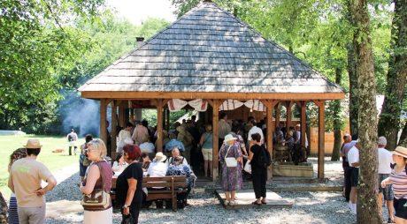 """Caravana """"Produs în Hunedoara"""" a atras mii de turiști la… Sibiu"""