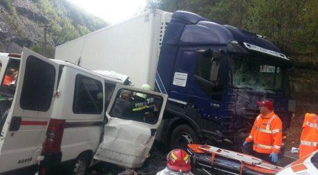 Trei persoane AU MURIT într-un accident rutier DN7