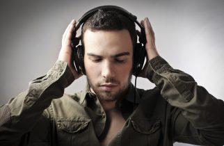 Atenție la volum! Muzica ascultată la căști poate duce la pierderea auzului