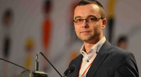 """Întrebări """"în lipsă"""" pentru Gabriel Petrea, Ministrul Consultării Publice și Dialogului Social"""